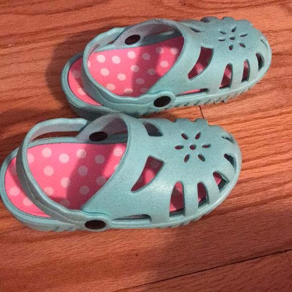 Croc like sandals